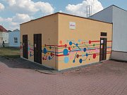 Trafostanice v Pacově už nekazí výhled do ulice. Teď je barevná.