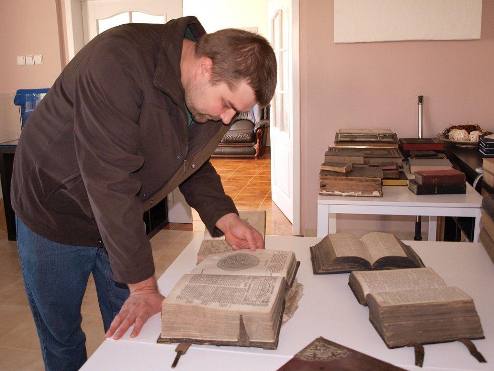 V knihovně budou vystavovat Bible.