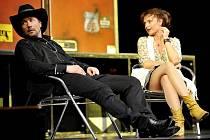 V prosinci příznivci divadla určitě navštíví představení Jako Thelma & Louise. Na pelhřimovských prknech slávy se tak představí Bára Munzarová a Martin Trnavský.