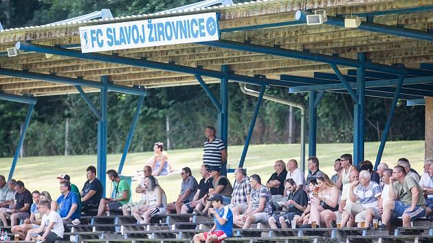 Diváků na letních fotbalových turnajích v posledních letech ubývá.