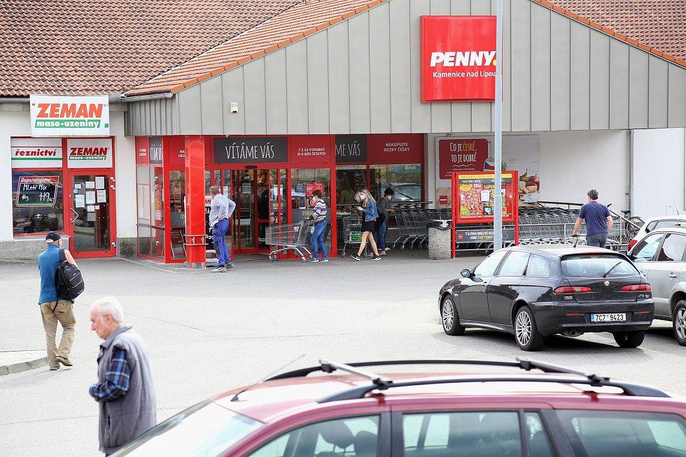Na nákup v Kamenici nad Lipou vyrazila ve čtvrtek řada lidí.