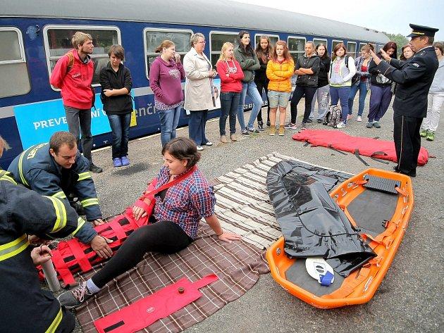 Úspěšný projekt Českých drah Preventivní vlak bezpečné železnice dorazil včera na  Vysočinu, souprava se na úvod pětidenního putování regionem zastavila na nádraží v Humpolci.