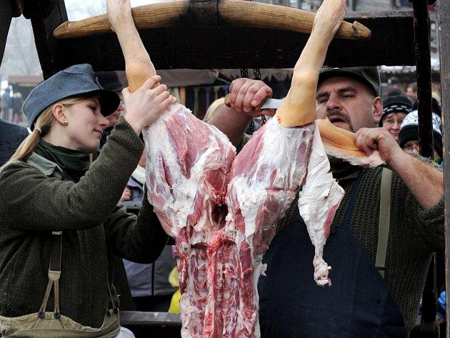 Zájem o pravé domácí zabijačky klesá. Maso v obchodě lidi vyjde levněji. Ilustrační foto.