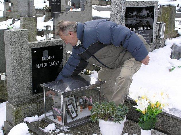 Lidé pustošení hřbitova jednomyslně odsuzují. Návrh narovnání poměrů dost možná zazní dnes odpoledne na humpoleckém náměstí.