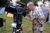 Pohled na hvězdy, ale nejen na ně, umožnily dalekohledy, které si s sebou hvězdáři přivezli.