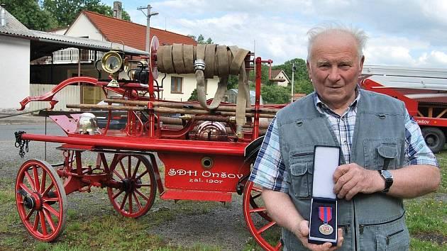Starosta sboru Karel Maleček je dobrovolníkem již 58 let. Za celou dobu posbíral celou řadu ocenění a to nejen osobních.