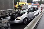 Dvě nákladní a dvě osobní auta se srazila v pondělí krátce před polednem na jednadevadesátém kilometru dálnice D1 ve směru na Brno u Humpolce.