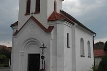 Kaple svatého Jana Nepomuckého v Polesí leží mimo hlavní dopravní tah a je opravená. Pěkně upravené je i její nejbližší okolí.