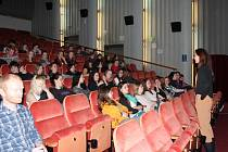 V pelhřimovském kině Vesmír v pondělí začala část festivalu Jeden svět, určená školám.