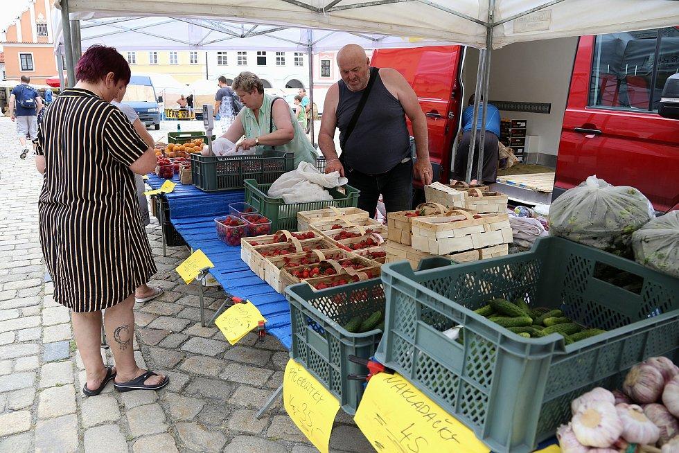 Ovoce a zeleninu mohli lidé v pondělí nakupovat na pelhřimovském náměstí v rámci tradičních trhů.