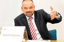 """Dnes je Vojtěch Razima ředitelem """"kverulantské"""" společnosti Acta non verba."""