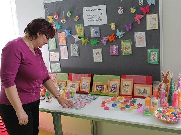 Až do poloviny května je v Městské knihovně v Pacově v oddělení pro dospělé k vidění výstava výrobků Růženy Kručanicové.