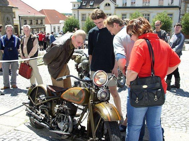 Velkolepá akce Den šesti mikroregionů Pacov ovládne už příští sobotu. Doplní ji závod historických motocyklů (na snímku).