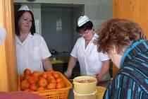 Lidé, kteří si do  školní jídelny chodí pro obědy, si musí na rok najít náhradní stravování.