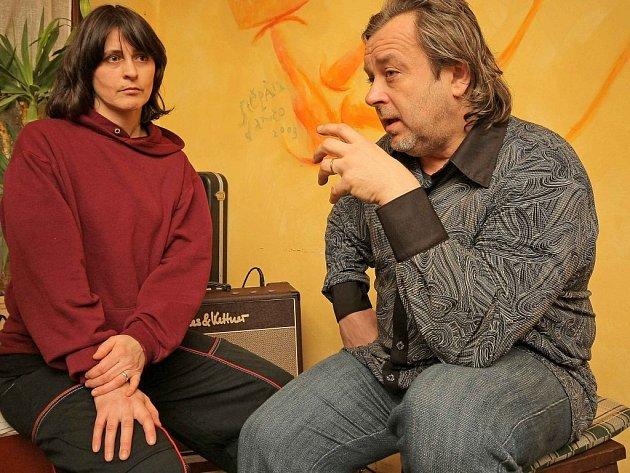 Koncert legend české rockové scény přitáhl do pelhřimovské kavárny Tygřík řadu posluchačů. Na vystoupení zazněly písně z jejich nového alba Mami. Nechyběly ani starší hity Moniky Načevy.