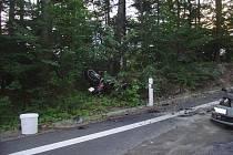 V 19:59 hod došlo ke střetu osobního automobilu a motocyklu u obce Vilémovice na Havlíčkobrodsku. Na místo události vyjela jednotky profesionálních hasičů ze Světlé nad Sázavou a Ledče nad Sázavou. Po nehodě začal motocykl hořeta muž na místě zemřel