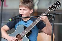 Folkaři na festivalu Pelhřimov - město rekordů reprezentovali různé generace.