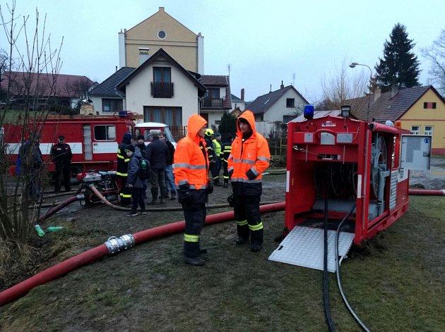 Čerpací jednotka HFS Hydrosub 150 jihočeských hasičů byla poprvé nasazena k ostrém zásahu při požáru v Nové Cerekvi.