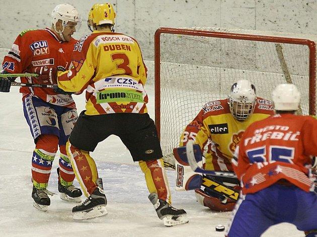 Pavel Pelán (zcela vlevo) má zkušenosti z I. ligy. Jednou z jeho štací byla i Třebíč.