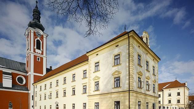 Sraz všech účastníků Zahájení jarních kilometrů na Pelhřimovsku je naplánován na nádvoří zámku v Pacově.