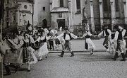 1982 – První Máj. Roztančený Stražišťan na 1. Máje na pacovském náměstí.