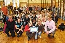 Televizní republikové finále soutěže o Nejlepší českou školu se týká žáků z Hálkovy ulice.