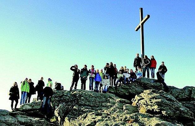 Mladí zpěváci z Arietty si při svých cestách do zahraničí kromě vystupování najdou čas i na poznávání přírodních krás. Například v příhraničí Bavorska si vyšlápli na nejvyšší vrchol Šumavy Velký Javor.