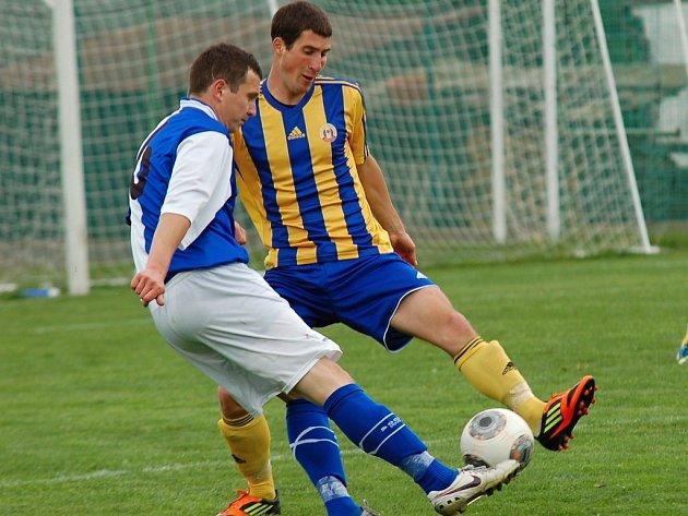 Fotbalisté Humpolce (na snímku je Václav Alenka) v neděli uzavřou sezonu zápase v Havlíčkově Brodě.