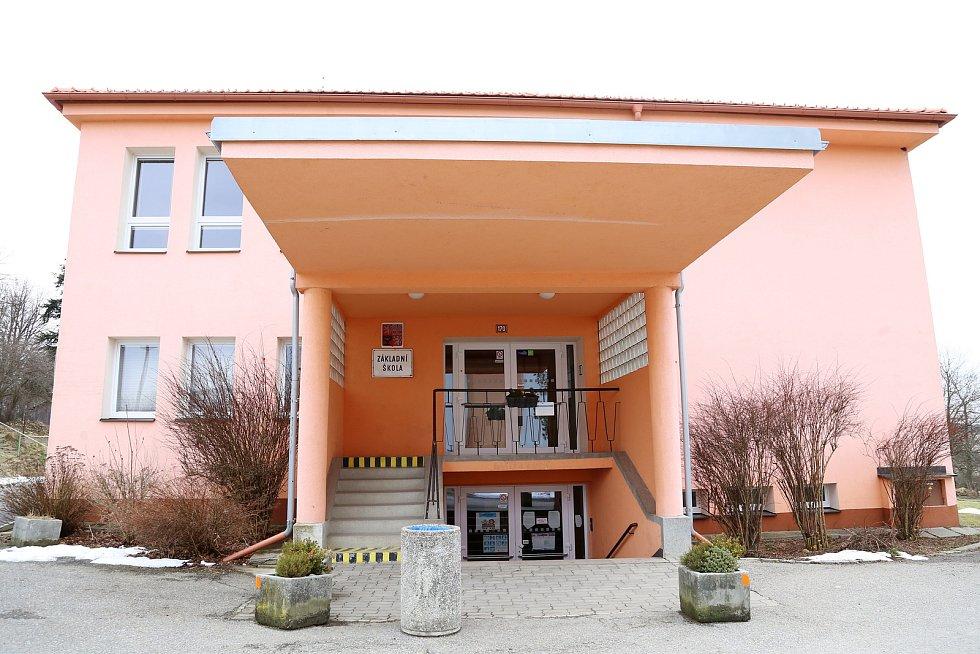 Nový Rychnov. Základní škola