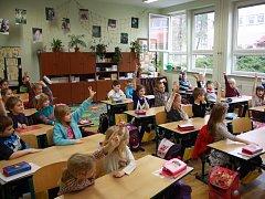 Ředitelé oslovených škol na Pelhřimovsku ve středu zatím jen odhadovali, kolik prvňáčků 1. září nakonec nastoupí.