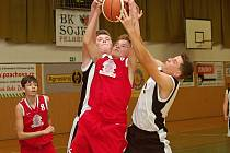 V lize čtrnáctiletých pelhřimovští basketbalisté nezvládli domácí zápas s Nymburkem, kterému podlehli o tři body.