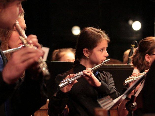 Do ústředního kola soutěže orchestrů základních uměleckých škol do Litvínova pojedou v červnu Jazzband ZUŠ Pelhřimov, Big band ZUŠ Jihlava a ZUŠ band z Kamenice nad Lipou (na snímku).