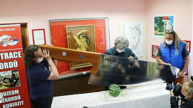 Nůž - rekordman. V pelhřimovském muzeu mají nový exponát.