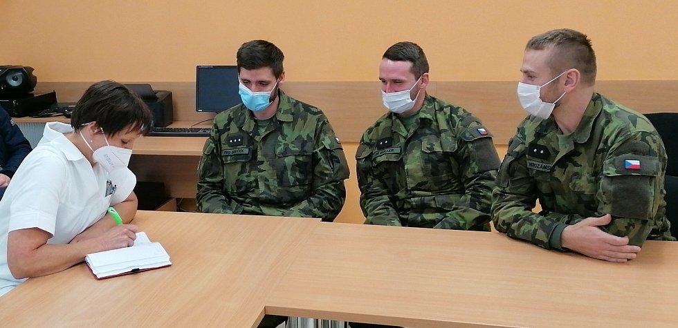 Do pelhřimovské nemocnice přijeli vojáci.