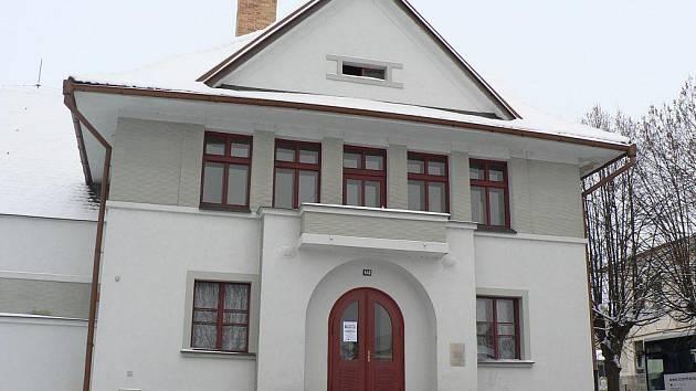 Pacovská sokolovna se v příštím roce dočká nové střechy.