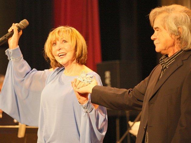 Devítinásobná Zlatá slavice Hana Zagorová (na snímku) vystoupí v doprovodu Petra Rezka a skupiny Miloše Nopa ve středu v Pelhřimově.