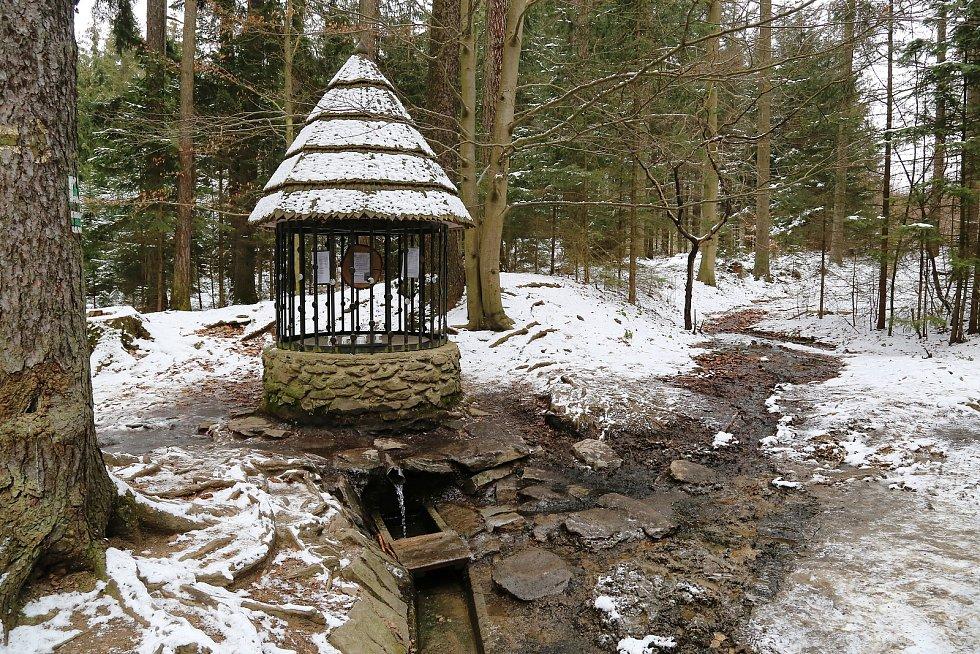 Stříbrná studánka u Křemešníku leží v katastru obce Nový Rychnov.