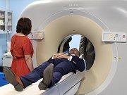Pelhřimovská nemocnice v pátek 21. července představila moderního pomocníka radiodiagnostického oddělení. Stal se jím nový počítačový tomograf Philips Ingenuity Elite 128 v hodnotě 17 milionů korun.