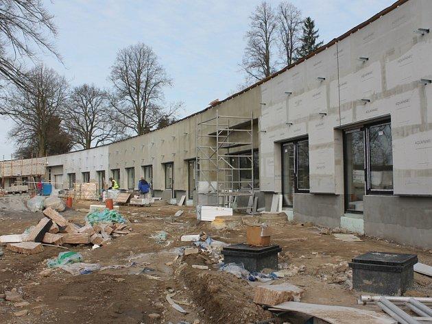 Nový přízemní pavilon Domova důchodců v Proseči u Pošné právě vzniká . Práce pokračují podle harmonogramu.