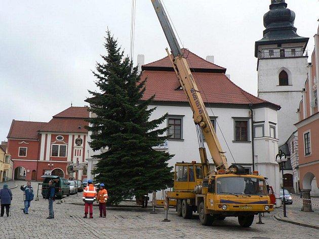 Na pelhřimovském náměstí stanul první posel Vánoc