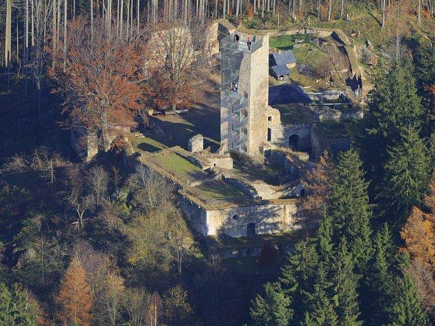 Vyhlídková věž na hradě Orlík by měla být návštěvníkům přístupná už v září. Stavba provoz hradu  omezí minimálně.