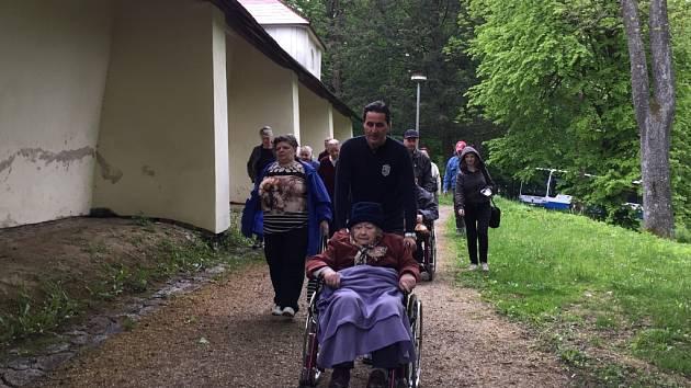 Krásné dopoledne zažili v úterý babičky a dědečkové z Domova pro seniory v Pelhřimově.