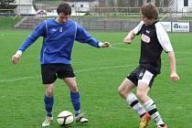 Tomáš Obranec (vpravo), byl sice v minulé sezoně ještě mladší dorostenec, ale už běžně hrál v týmu starších. Letos se od talentovaného útočníka  čekají hlavně góly.