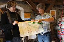 V rámci Měsíce věží a rozhleden, který se každoročně koná mezi 28. září a 28. říjnem, v pondělí zástupci Agentury Dobrý den v Muzeu rekordů a kuriozit v Pelhřimově pokřtili novou mapu Věží a rozhleden České republiky.