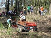 Dohromady 39 závodníků z celé republiky si v sobotu dalo dostaveníčko v Rovné u Hořepníka. Konal se tam totiž už 4. ročník Rovenské Traktoriády.