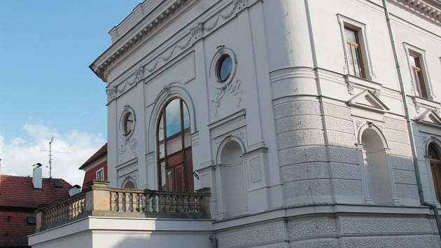 V následujících měsících a dnech čeká pelhřimovské divad-lo několik obměn. Změní název, program a ve druhém patře vybuduje bar.