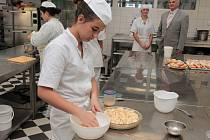 Slavnostní otevření odborných učeben na pelhřimovské hotelové škole se uskutečnilo už za běžného provozu.