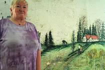 Takto vypadá vlastnoruční výmalba teletníku, kterou má na své usedlosti Ludmila Buřičová. V současné době už je pouze na ozdobu, jelikož tam nic nechovají.