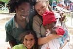 Dítka náležející k tamní černošské komunitě jsou stejně roztomilá, jako ta indiánská.