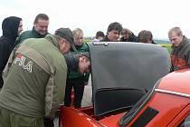 Šňůru veteránských aut značky Škoda mohli lidé potkat v sobotu na silnicích Pelhřimovska.